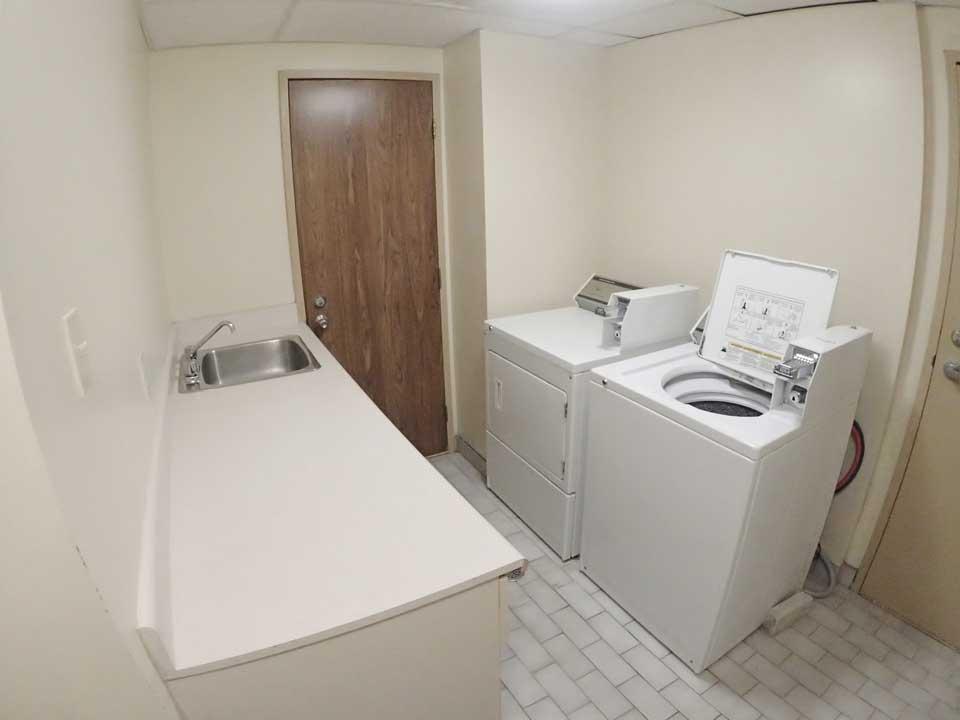 Salle de lavage, loyers abordables à Lennoxville, Sherbrooke Appartements spacieux et propres