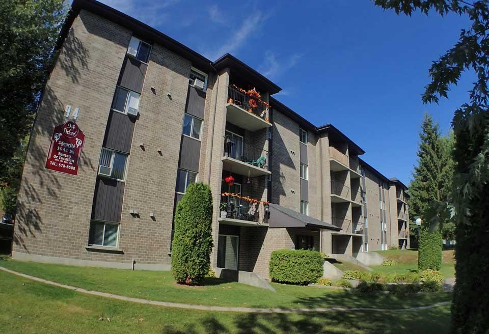 Oxford immeubles extérieurs , Des loyers abordables à Lennoxville, Sherbrooke Appartements Oxford spacieux et propres