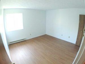 4 et demi - Chambre avec placard. Des loyers abordables à Lennoxville, Sherbrooke, Appartements Oxford spacieux et propres