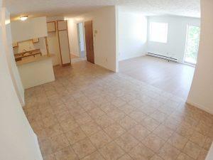 5 et demi - Salon. Des loyers abordables à Lennoxville, Sherbrooke, Appartements Oxford spacieux et propres