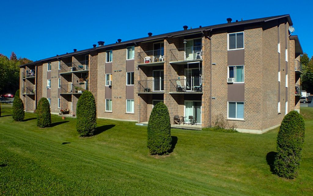 Loyers abordables à Lennoxville, Sherbrooke Appartements spacieux et propres / Affordable Rents in Lennoxville, Sherbrooke Spacious & clean appartments